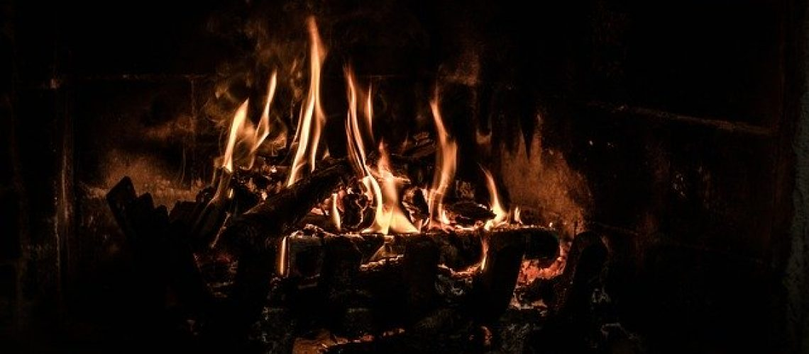 a-fire-in-the-fireplace-4120974_640